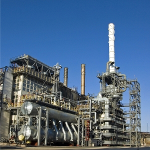 Chemical and petrochemical industries. Refining